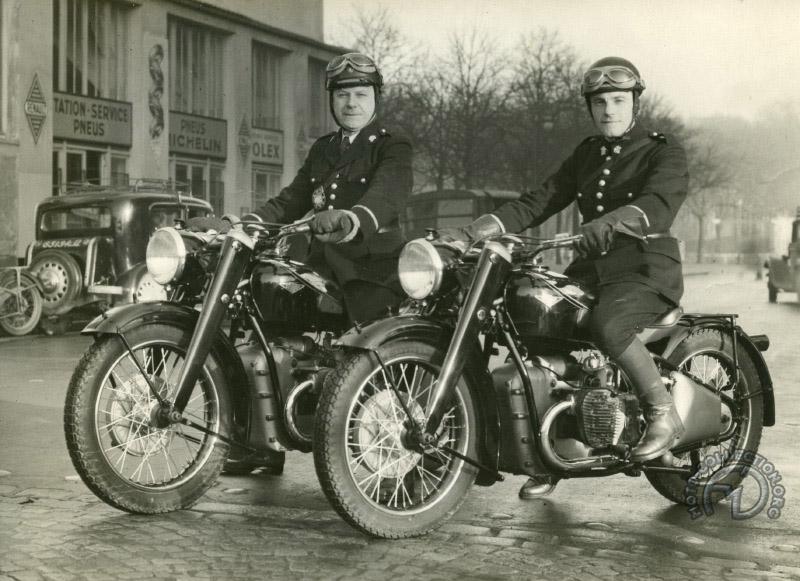 Quarante EC 580 qui équipent la préfecture de Paris en 1946. Les superbes silencieux (sourdines en Helvète) trapézoïdaux de la version suisse n'ont pas été acceptés par notre préfecture de Police qui leur préféra des saucissons classiques.