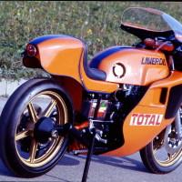 La première version de 1977 : pas encore vraiment fonctionnelle, mais fort élégante.