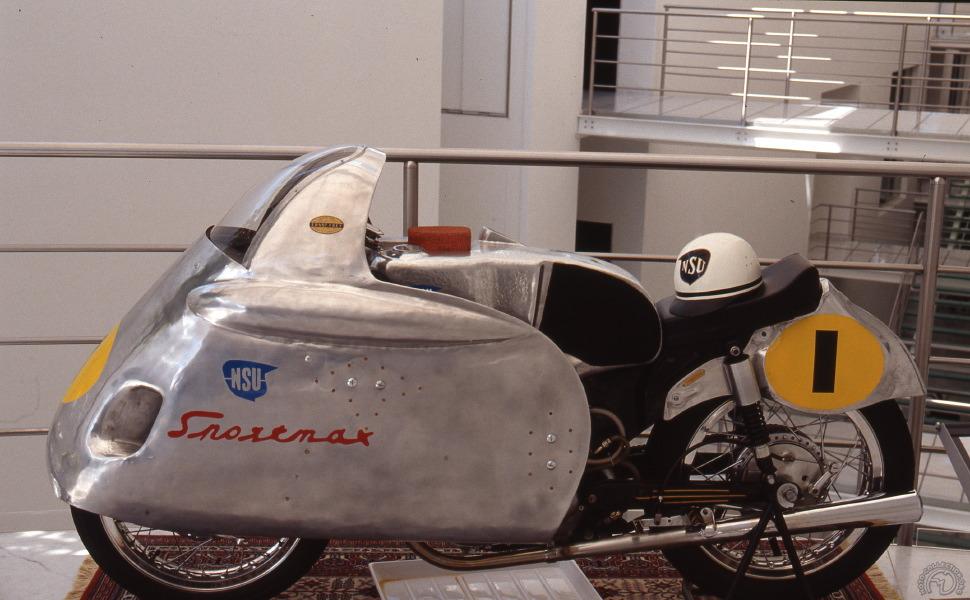 La Sportmax championne du monde de « Happy » Müller en 1955. Le carénage « poubelle » prendra par la suite des formes plus arrondies et sera définitivement interdit en 1957.