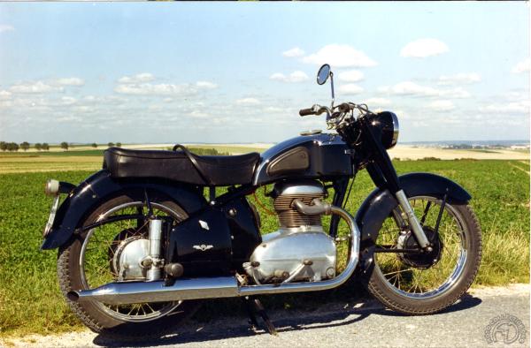 Motobécane 350 L4C 1953-60: Le twin en tandem