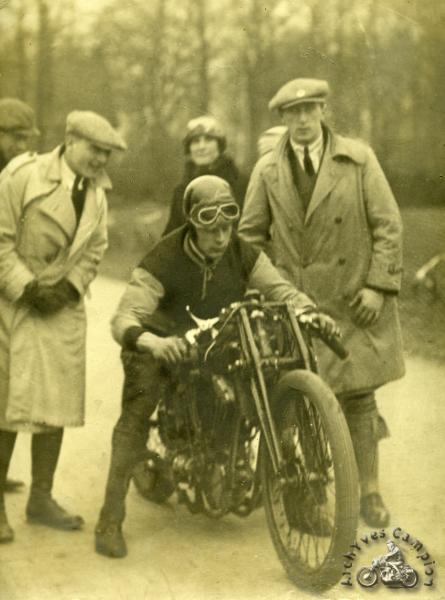 La 1000 McEvoy de 1925 au départ de la coupe Flamand en 1926 où elle sera chronométrée à 160 km/h.