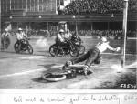 Courbevoie 1951 : Bel arrêt du goal de la sélection nord sur un shoot de Prades de la sélection sud  sur la 250 Nougier-Terrot.