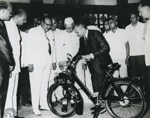 1966 : Solex cède à Atlas Cycle Industries qui produit 1800000 de bicyclettes par an près de Delhi, la licence de fabrication du Vélosolex 3800 avec une prévision de 50000 unités/an