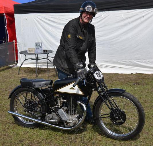 Les britanniques viennent en force au Vintage Revival, ici une Cotton 350 course d'usine de 1935.