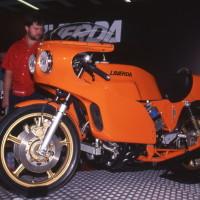 Incomplète et alors non fonctionnelle, mais fort élégante. la V6 reconstruite est ici photographiée à l'IFMA en 1994.