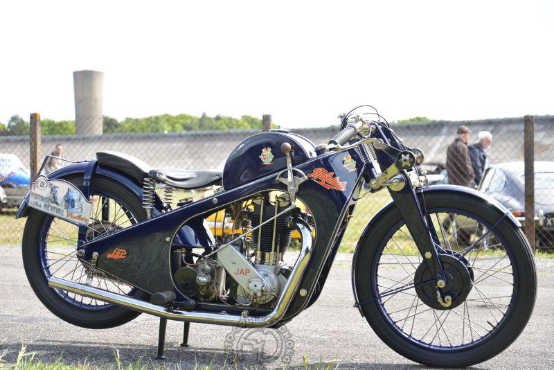Rare et bossue, la La Mondiale Belge 500 racing de 1928 à moteur Jap et cadre en tôle.
