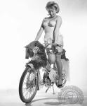 1957 : La concurrence est rude car de nombreuses marques animées comme ici par le moteur Vap 57 copient le beau cadre en embouti de la Mobylette.