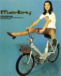 1966 : La pub italienne reprend scrupuleusement les mêmes codes : short long à damiers, chaussures à petits talons et jambes écartées pour démontrer sans doute la stabilité du Cady ici aussi nommé Moby.