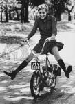 1969 : En Grande Bretagne Raleigh invente le Wist , un dérivé à petites roues du Runabout et la pub reprend le thème jambes écartées, mais moins haut !