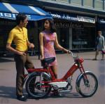 1970 : Chic, suréquipé comme on dit maintenant et facile pour les filles avec ses 27 kg tout mouillé, et sa limite à 33 km/h.