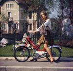 1970 : Jupe à damiers, beaux quartiers et une suspension arrive enfin sur ce Cady M1PRST.