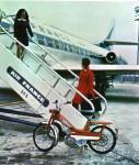 1970 : L'AV40 s'exporte et pour bien le faire savoir Motobécane l'a «surprise» prête à embarquer sur une Caravelle, notre autre fierté nationale.
