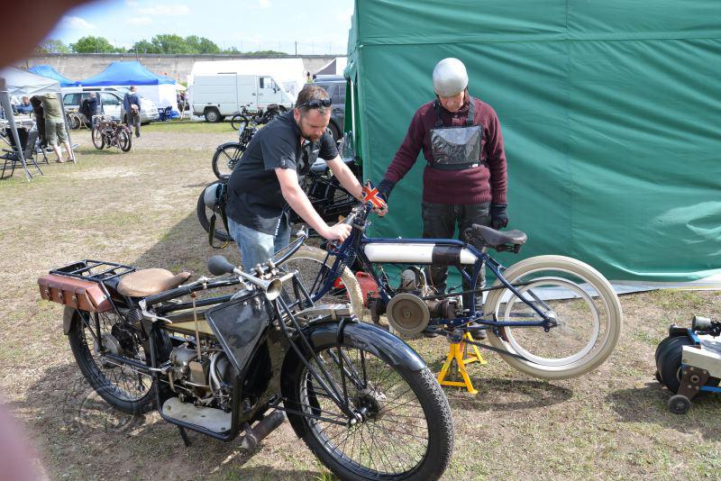 Rencontre franco-britannique entre une rarissime ABC 500 1914 type C racing, culbutée à moteur en long et  l'une des dernière ABC construites en France Par Gnome et Rhône.