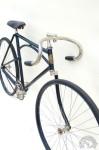 Nouveau le monobras? Non il a été breveté en 1854 et mis à l'honneur par Labor en 1910 avec ce vélo Monopatte qui participa au Tour de France. (Photo Jean-Pierre Pradères)