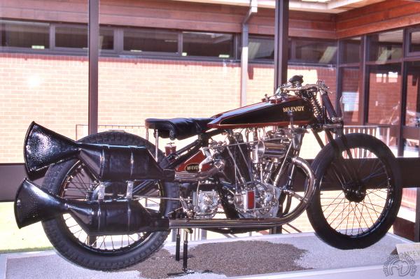 La Mc Evoy 1000 JAP de record conservée au musée national de la moto de Birmingham avec ses monstrueux silencieux exigés pour tourner sur l'anneau de Brooklands. Mc Evoy lui-même se distingua sur l'anneau au guidon d'une machine similaire en couvrant cinq tours à 162,25 Km/h de moyenne, dont un à 170,9 km/h.