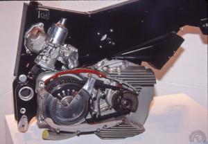 Le birotor à air version 1976-79 construit à environ 25 exemplaires reprend la transmission primaire à droite de la CommandoMk3 avec un tendeur de chaîne hydraulique et une version améliorée de la boîte 5 de la T140 Triumph-BSA . L'arrière du nouveau cadre caissonné sert de chambre de tranquilisation..