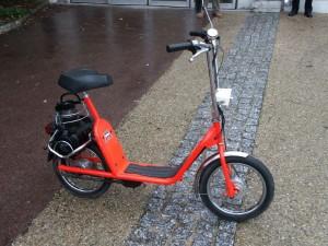 Après son rachat de Solex en 1974, Motobécane pensa à renouveler la mauvaise idée du Micron avec cette version prototype à moteur arrière (relevable par une pédale). Il est exposé au musée Motobécane de Saint Quentin.