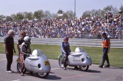 Tom Robb et Sammy Miller en démonstration à Assen en 1998.