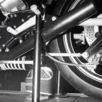 Cette première mouture de 1977 était équipée d'une suspension arrière à l'époque très novatrice, à monoamortisseur horizontal sous le moteur porteur travaillant en compression.