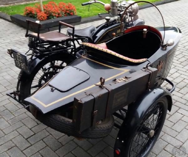 Le côté side-car n'est pas mal non plus, mais faute de place, la moto n'a pas amené sa caisse au salon.