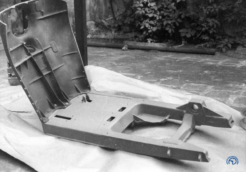 Le châssis et le tablier avant sont en magnésium et le moyeu de roue arrière à jante démontable peut se fixer à droite (AMC) ou à gauche (Ydral) en fonction du moteur choisi. (Doc. Frederic Tison)