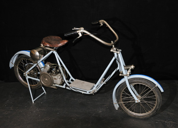 Moto-Bécanette Spada, le premier bicylindre horizontal deux temps