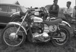 Ambiance motocross en 1961. La Lito au premier plan a perdu son échappement.