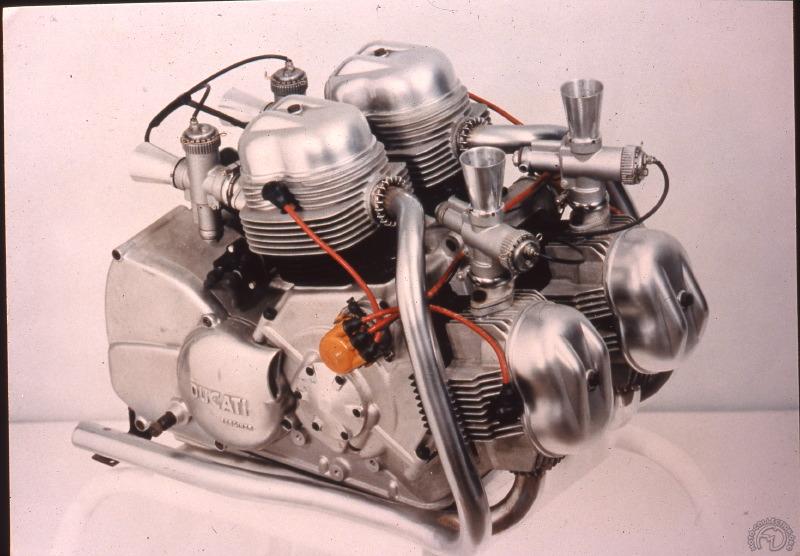 Un superbe bloc très compact dont Fabio Taglione reprendra la disposition cinq ans plus tard pour créer le premier V twin de la marque. (archives Ducati)