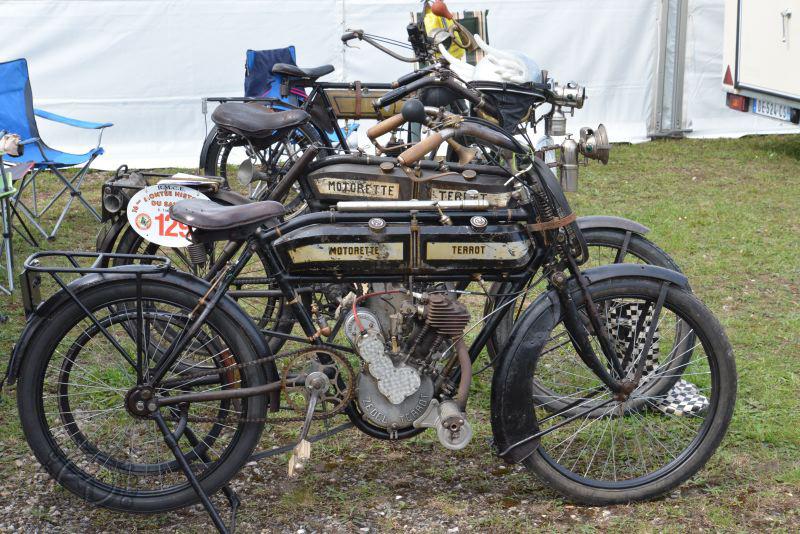 Duo de Motorette Terrot de 1914 à moteur Terrot Zedel. Celle du fond a même une suspension arrière.