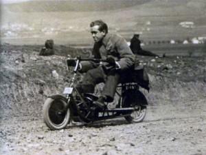 L'ingénieur Kumpera en pleine vitesse au guidon du Čas [Archives Libor Marčik]