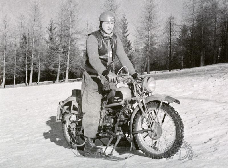 Conçue à la fin des années 30 pour l'armée finlandaise  La rare Moto Guzzi 500 Cigogne dérivée de la célèbre Alce