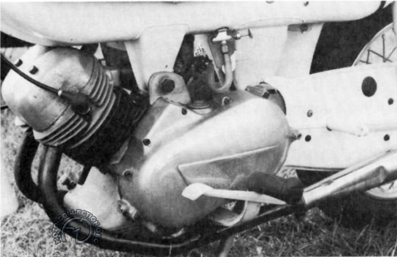 Mauvais début pour prototype de moteur quatre temps 350 cm3 réalisé par R.V. Trigg « Mon boss me fait remarquer que je n'ai compté qu'un cylindre dans mes calculs d'équilibrage » raconte-t-il «  alors on a rajouté une masse en tungstene sur le vilebrequin pour rétablir la bonne balance ! ».