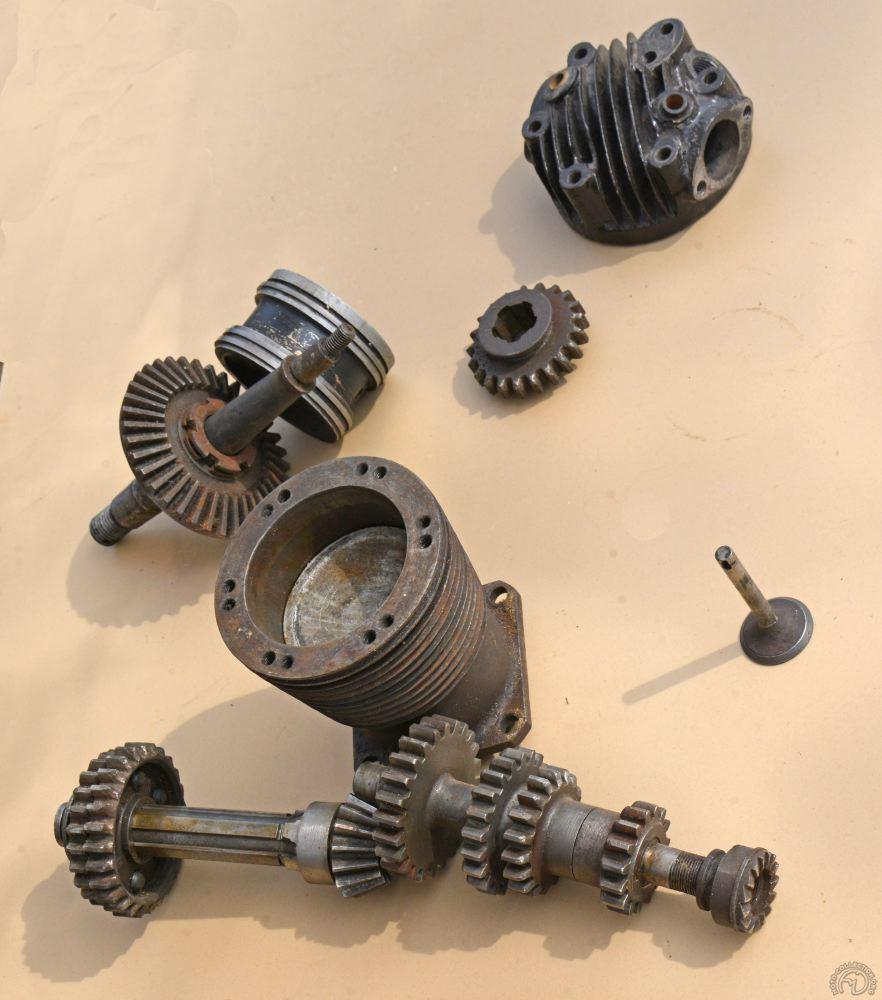 Cylindre acier, culasse fonte et piston aluminium dès 1919.  l'ABC était l'une des motos les plus modernes de son époque.
