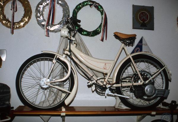 Une Anker équipée du moteur Saxonette en 1938. Alors Allemand, Anker deviendra ensuite néerlandais avec Anker-Laura.