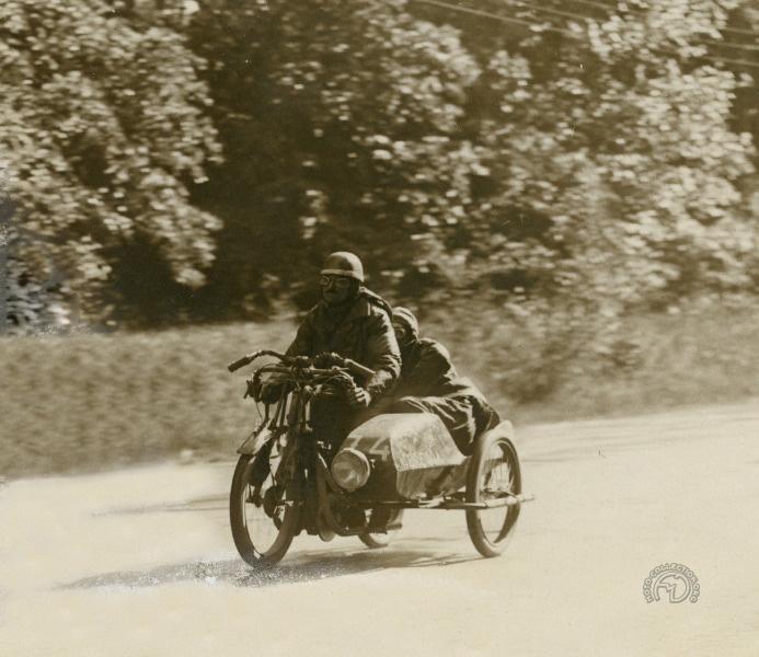 Étienne Cheret sur Austral Supersport à moteur LMP 350 à la course des 17 tournants en 1928.