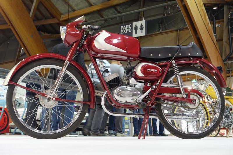"""BM pour Bonvicini Motori. Ce rare """"Jaguarino"""" de 1962 est animé par un moteur Minarelli à 3 vitesses par poignée tournante et promet 80 km/h."""