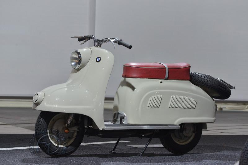 Ce scooter BMW R 10 de 1955 ne fut, dit-on, refusé par la direction que quelques jours avant le salon. Dommage !