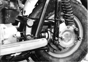 La transmission acatène et la suspension du scooter R10 de 1955