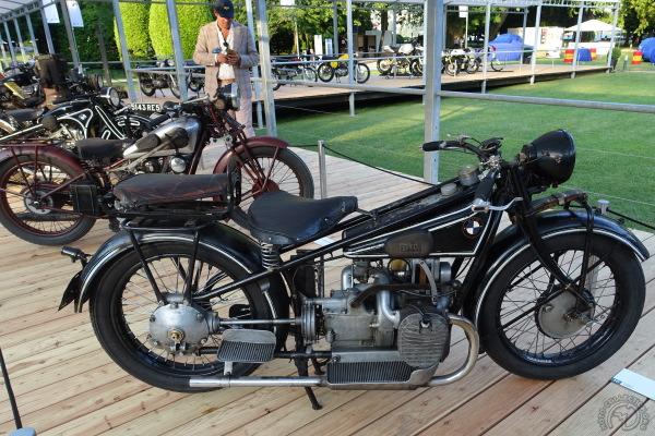 Les trois autres concurrentes de la catégorie voyages : BMW 750 R62 de 1928, Moto Guzzi 500 Sport 15 de 1931 et BMW 750 R16 de 1931.