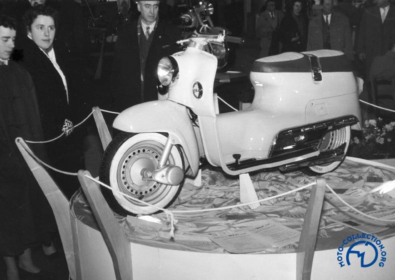 Le BSA 200 Beeza au salon de Paris de 1955