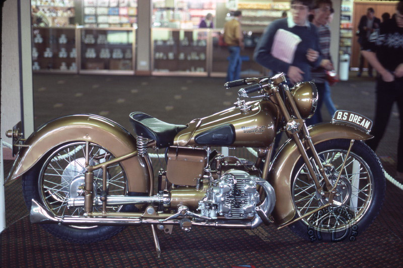 Brough Superior 1000 Golden Dream-03