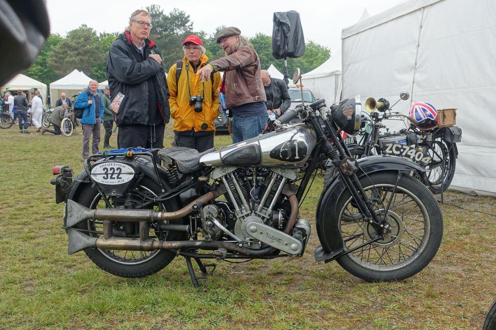Voilà un état d'origine comme on les aime et cette Brough Superior 1000 SS 100 était venue de Grande-Bretagne par la route.