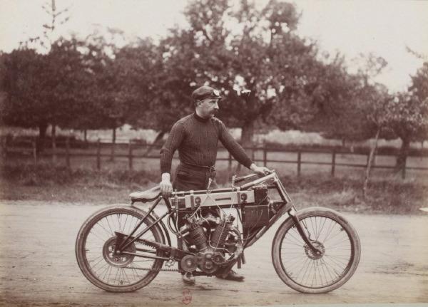 Courses moto dans l'Eure au début du 20e siècle