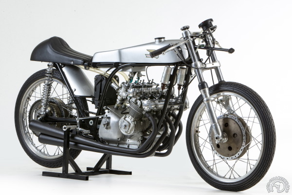 Bientôt une 125 Ducati quatre cylindres