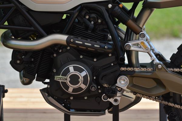 La superbe suspension de la Ducati 800 Desert Sled réalisée par ce centre de design de VW Californie.