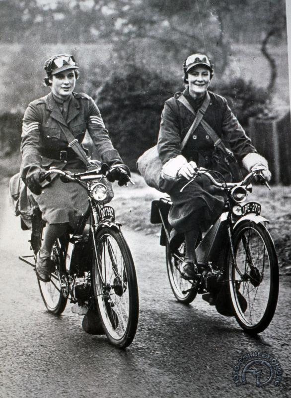DR Excelsior Autocycles ou Francis Barnett , les 2 villiers 100 cc 2vit horizontaux, sélecteur au guidon