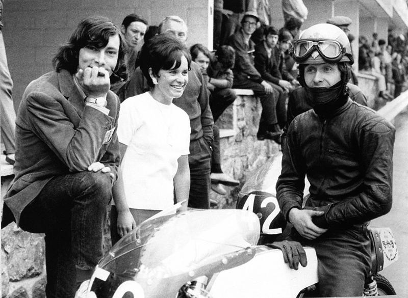 Jacques Bussillet, en cheveux et François Beau, en moto.