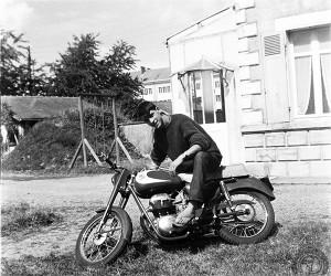 """Fier """"comme un bar tabac"""" sur la moto dont je viens d'aller prendre livraison à Tours (50 km) sans avoir encore le permis !"""