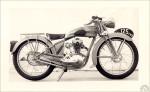 Pour motoriser sa production d'après-guerre Favor ne pouvait choisir que l'usine voisine d'AMC et ses quatre temps qu'elle utilisera en 125, 175 et 250cc. Ici le premier 125 de 1947 dans une version prototype à 4 vitesses.