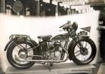 Il semble en revanche que 2 ou 3 exemplaires aient été vendus de cette belle et utopique 350 G de 1930 qui associait un bloc moteur Staub, un haut moteur Favor et une transmission par arbre Ydral.